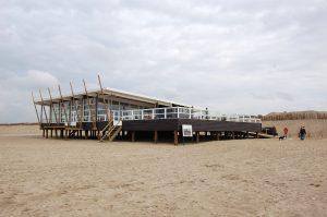 Puur, permanent strandpaviljoen bij Groene Bad. Ontwerp Fierloos architecten