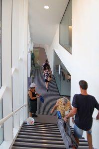 Binnentrap naar het wijkcentrum op de verdieping