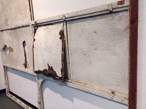Een van de bouwfragmenten die na restauratie zijn overgebleven.