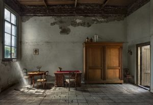 Meubels Juliana in het koetshuis van Rolf Bruggink, voor transformatie • Foto Christel Derksen & Jaroslaw Rodycz.