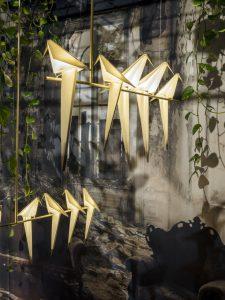 Architect Umut Yamac ontwierp voor Moooi lampenfamilie vogels.