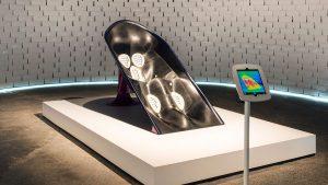 De Amerikaanse architect Greg Lynn ontwikkelde voor Nike een hightech cooldown stoel die zich dankzij sensoren aanpast aan lichaamstemperatuur