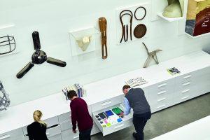 Lab Schaudepot: Materialenbibliotheek met productieprocessen,  ontwerpen, materialen,  ongeveer 350 materiaalmonsters, 17 prototypes