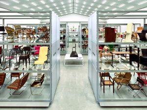 Permanente collectie in centrale hal met 400 objecten uit de periode 1800 - nu.