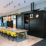 Huiselijkheid in Fortune Bar WTC Schiphol