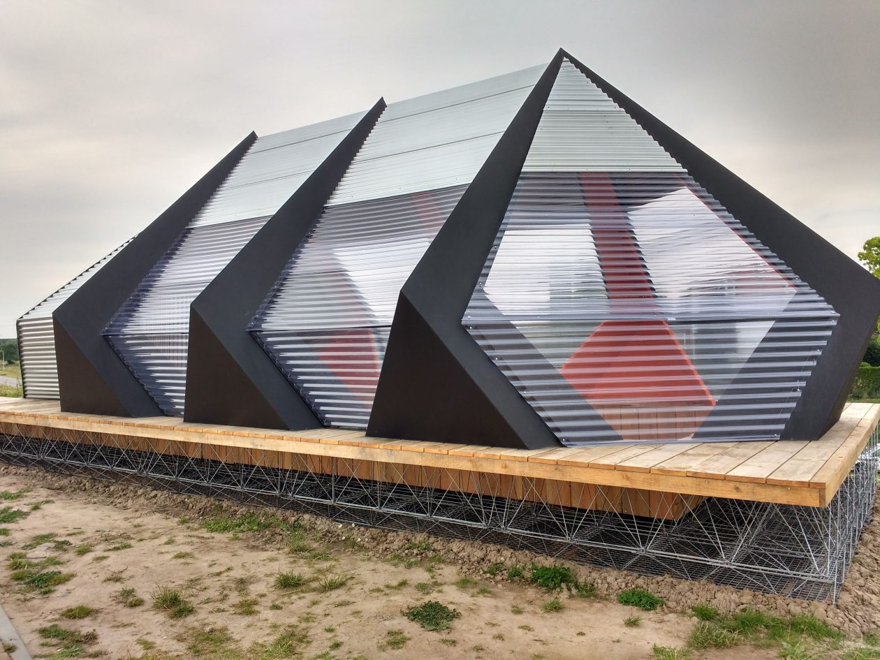 Oude en het nieuwe wonen in verplaatsbaar paviljoen ...