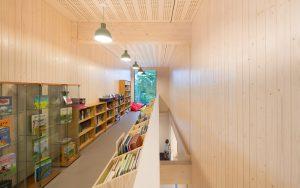 Broekbakema zorgt voor rust in houten school - Kantoor houten school ...