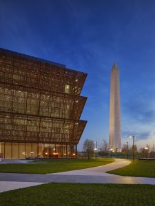 Bronskleurige gevelpanelen National Museum of African American History and Culture. Foto Alan Karchmer