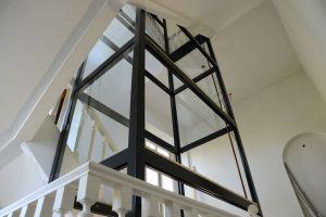 De lift in Kasteel Broekhuizen