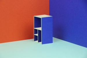 Voor Baars & Bloemhoff ontwierp Lex Pott zijn Chroma-collectie, Memphis-achtige ontwerpen waarbij hij speelt met optisch bedrog door ons te doen geloven dat verschillende gekleurde oppervlakten ook gekleurde schaduwen hebben.