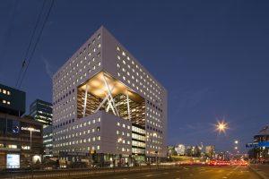 O|2 Labgebouw is een flexibel en multifunctioneel onderzoeks- en onderwijsgebouw op de VU campus in Amsterdam waarin 750.000 onderzoekers en 100 masterstudenten van de Vrije Universiteit, de Universiteit van Amsterdam en het VU Medisch Cenrum zullen samenwerken aan belangrijke maatschappelijke vraagstukken binnen het thema Human Health & Life Sciences