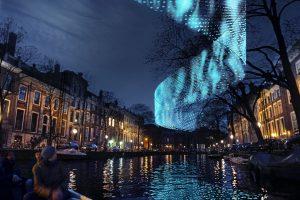 Lightwall, een grof weefsel van textiel dat oplicht door de wind, is op het Amsterdam Light Festival 2016 te zien
