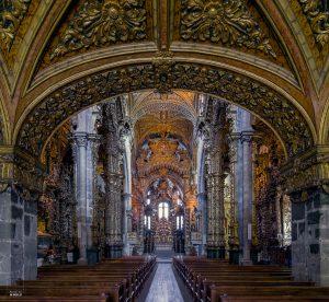 Gotisch patroon in de Sao Francisco in Porto, een van de rijkst gedecoreerde kerken van Portugal, dat nu als museum fungeert