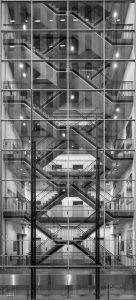 Trappenhuis in het atrium van het nieuwe Erasmus Medisch Centrum in Rotterdam