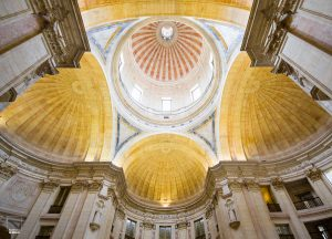 Patronen in het plafond van het Pantheon in Lissabon