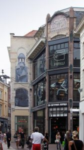 G-starwinkel in Arnhem: oude en nieuwe tegeltableaus