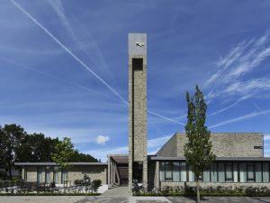 Natuurlijke tinten in kerk rijsenhout architectuur.nl