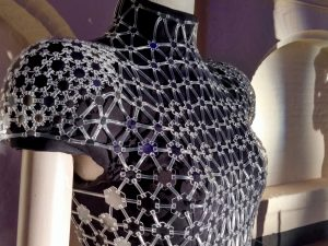 Lucid hexagon dress van Iris van Herpen in Bergkerk Deventer - Foto Jacqueline Knudsen