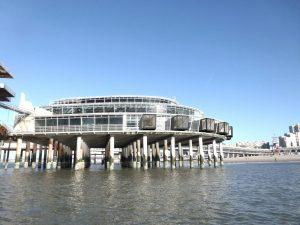 Cabins met hotelkamers op het terras op het Zuidereiland van de Pier