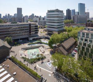 Het Waterplein in Rotterdam heeft drie bassins, het grootste en diepste bassin stroomt alleen vol bij zware regenval en moet via pompen leeg gemaald worden • Foto Ossip van Duivenbode.