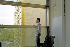 Wanneer het schuifvenster in de lofts opengeschoven is, ontstaat er een breed Frans balkon
