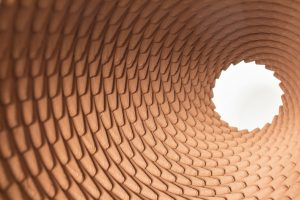 Olivier van Herpt is winnaar van de New Material Award met een zelfgebouwde 3D-printer voor keramiek.