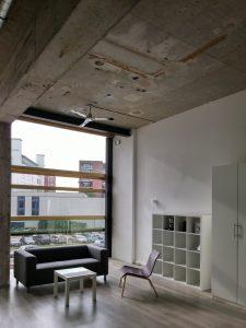 De lofts zijn 4 meter hoog en 11 meter diep, daarom zijn de ramen zo groot mogelijk. Ze bestaan uit één grote ruimte – vaak met een entresol – en een badkamer. De lofts worden gemeubileerd verhuurd aan shortstayers
