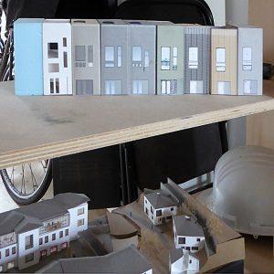 10. Modellen van het huis, varianten op de voorgevel.