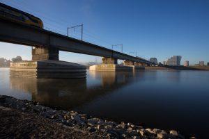 Spoorbrug in Nijmegen met verdiepte en verstevigde pijlers, ProRail