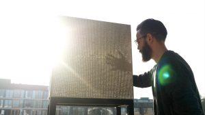 Zospeum is een innovatief bouwmateriaal met zo'n 30.000 optische vezels per vierkante meter beton. Dankzij deze vezels laat het beton licht door naar binnen