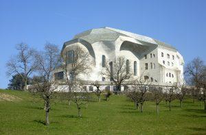 Het Goetheanum in Dornach vanuit het zuidwesten.