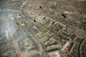 In 2007 inventariseerde JagerJanssen architecten in Rotterdam drie buurten op mogelijke bouwlocaties: Agniesebuurt, Liskwartier en Oude Noorden. In totaal wezen ze 27 locaties aan, wonden in het stedelijk weefsel die gedicht zouden kunnen worden.