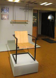 Object Rotterdam 2017 - links stoel en wandkast de mogelijkheid van Don Zweedijk en rechts lamp Onno Adriaanse- Foto Jacqueline Knudsen