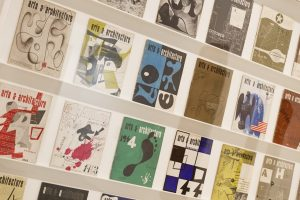 Covers of art & architecture, designed by Ray Eames. Foto Tristan Fewings/Getty Images for Barbican Art Gallery