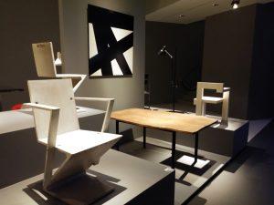 In de expositie worden ontwerpen en schilderijen van Rietveld en tijdgenoten waarmee hij contact had gecombineerd. Foto Jacqueline Knudsen.
