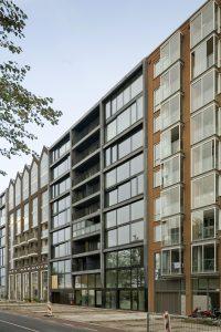 Voorgevel blok 4, uitgevoerd in antracietkleurig beton