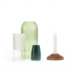 Het No Waste Bottle-Up project in Zanzibar bestaat uit upcycling glasproducten als kandelaars, verlichting, kruidenpotjes en waterkoelers.