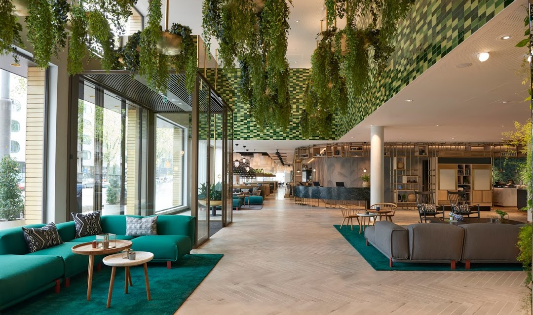 Groen interieur hyatt regency amsterdam for Interieur architect amsterdam
