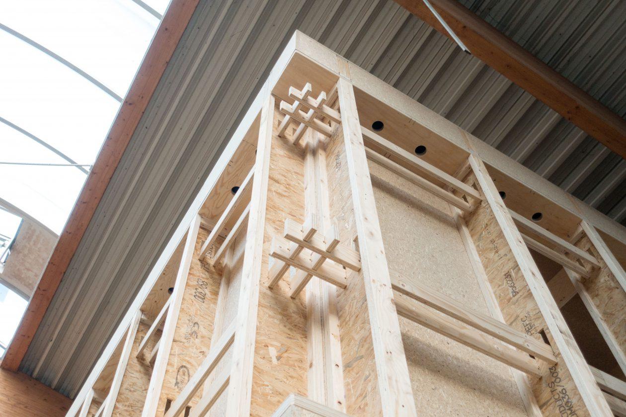 Bouwsysteem met houten i liggers architectuur