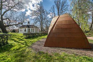 De Koperen kamer, een paviljoen in EPS op Fraeylemaborg in Slochteren (foto Peter Tahl).