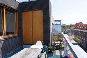 Zelfs op het dakterras is bergruimte gemaakt. Foto Jacqueline Knudsen.