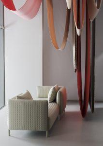 Zitcollectie Chromatography van de Amsterdamse designers Scholten & Baijings voor de Amerikaanse meubelproducent Herman Miller. De ranke meubels hebben een subtiel houten frame en zijn bekleed met dikke stoffen van Maharam; ook het geometrische patroon en kleurpalet van deze stoffen is ontwikkeld door Scholten & Baijings.