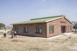 Het dakontwerp zorgt voor een duurzaam en comfortabel gebouw zonder gebruik te maken van gebouwinstallaties.