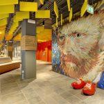 Baffles kleuren van Gogh plafond in hotel