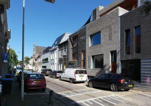 Zelfbouwhuizen aan de Nijhoffstraat in Arnhem Noord. Huis Van de Kraats is de derde van rechts. Foto Corné van de Kraats