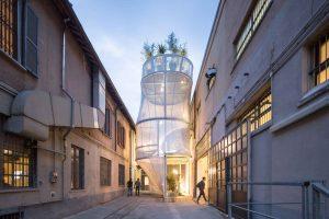 Breathe van Florian Idenburg, een mini-appartement van hightech gaasdoek om een stalen constructie. De ademende gevel zuivert de buitenlucht en de daktuin het regenwater