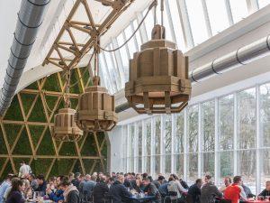 Kantine met lampen van Aart van Asseldonk • Foto JW Kaldenbach