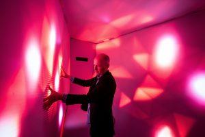 In de Sound capsule van Reset zijn drumpads verwerkt; de wanden kleuren mee in het ritme en intensiteit van de stokaanslagen.