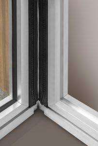 Een speciaal ontwikkeld rubber profiel koppelt de wanden onderling lucht- en geluiddicht