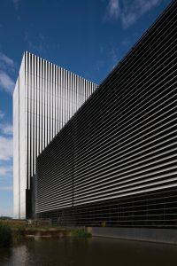 Aan de rand van het Amsterdam Science Park is in 2012 het datacenter AM3 neergezet en in 2017 de hoogbouw AM4, beide naar ontwerp van Benthem Crouwel Architects